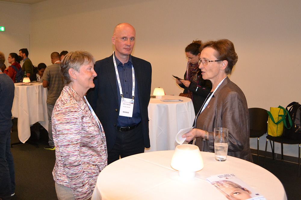 People networking at FENS FORUM 2016